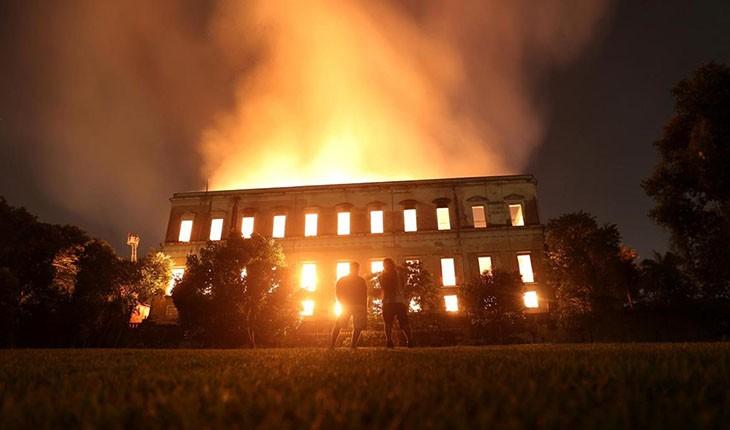موزه 200 ساله برزیل آتش گرفت