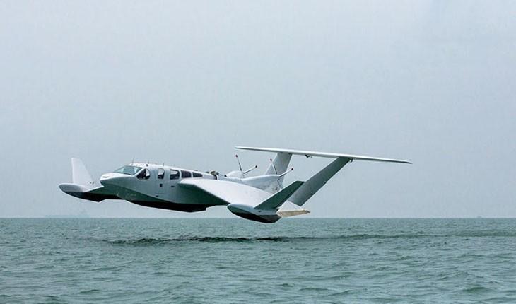 تولید هواپیمایی که بر روی آب با سرعت سرسام آور حرکت می کند