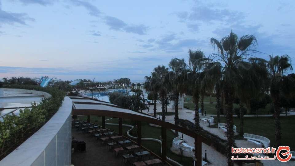 نمای حیاط هتل بایا لارا