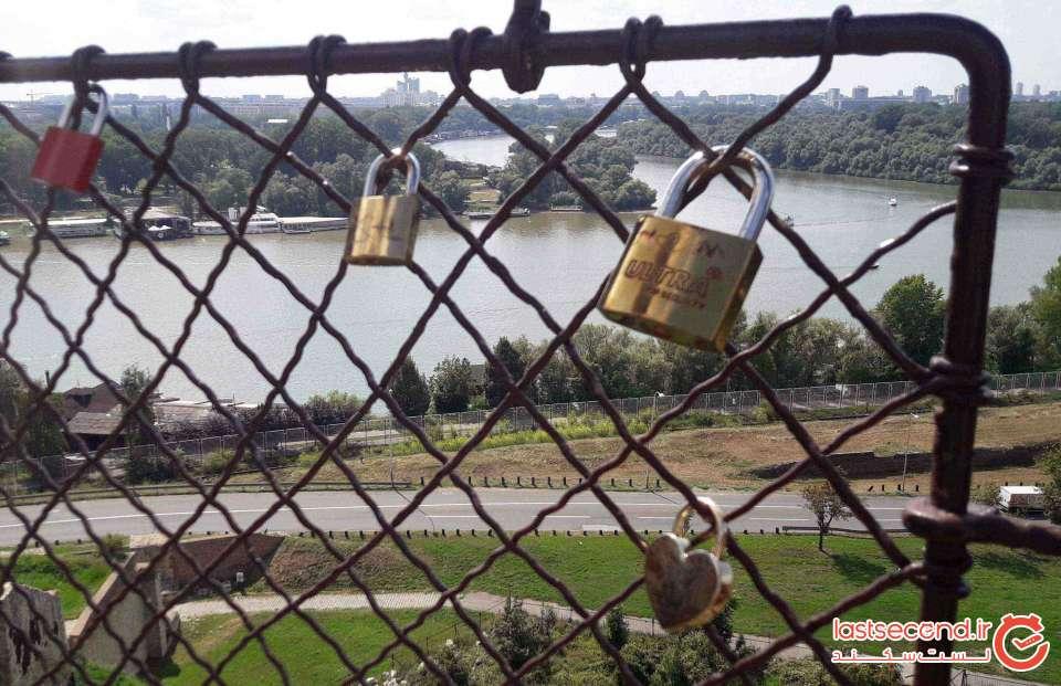 قفلهای عشاق بر نرده های قلعه بلگراد