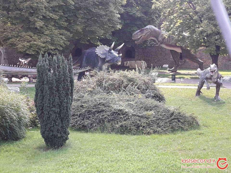پارک دایناسورها در ورودی بلگراد