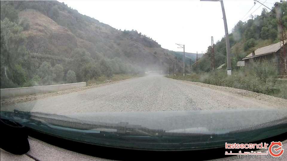 خط ریل راه آهن ارمنستان به گرجستان در سمت راست