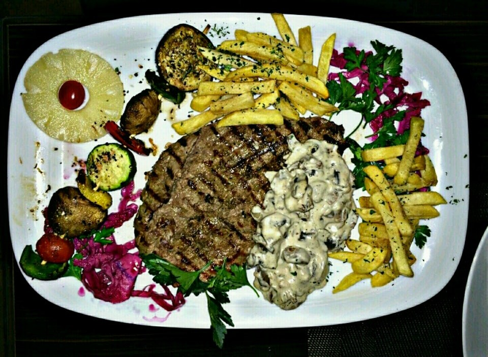 Haft Darya Italian Restaurant (6).jpg
