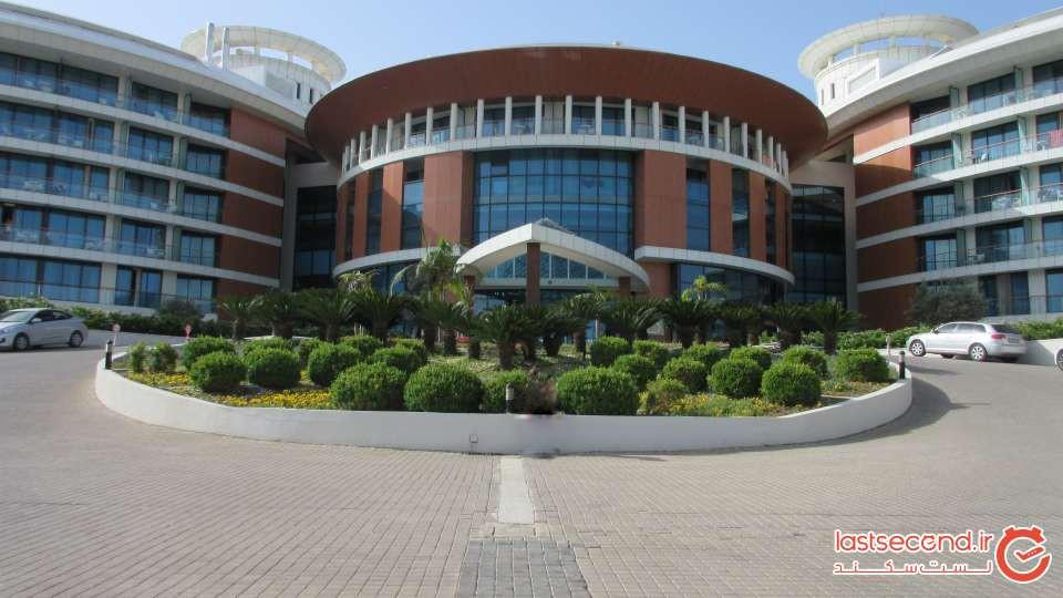 ورودی ساختمان اصلی هتل