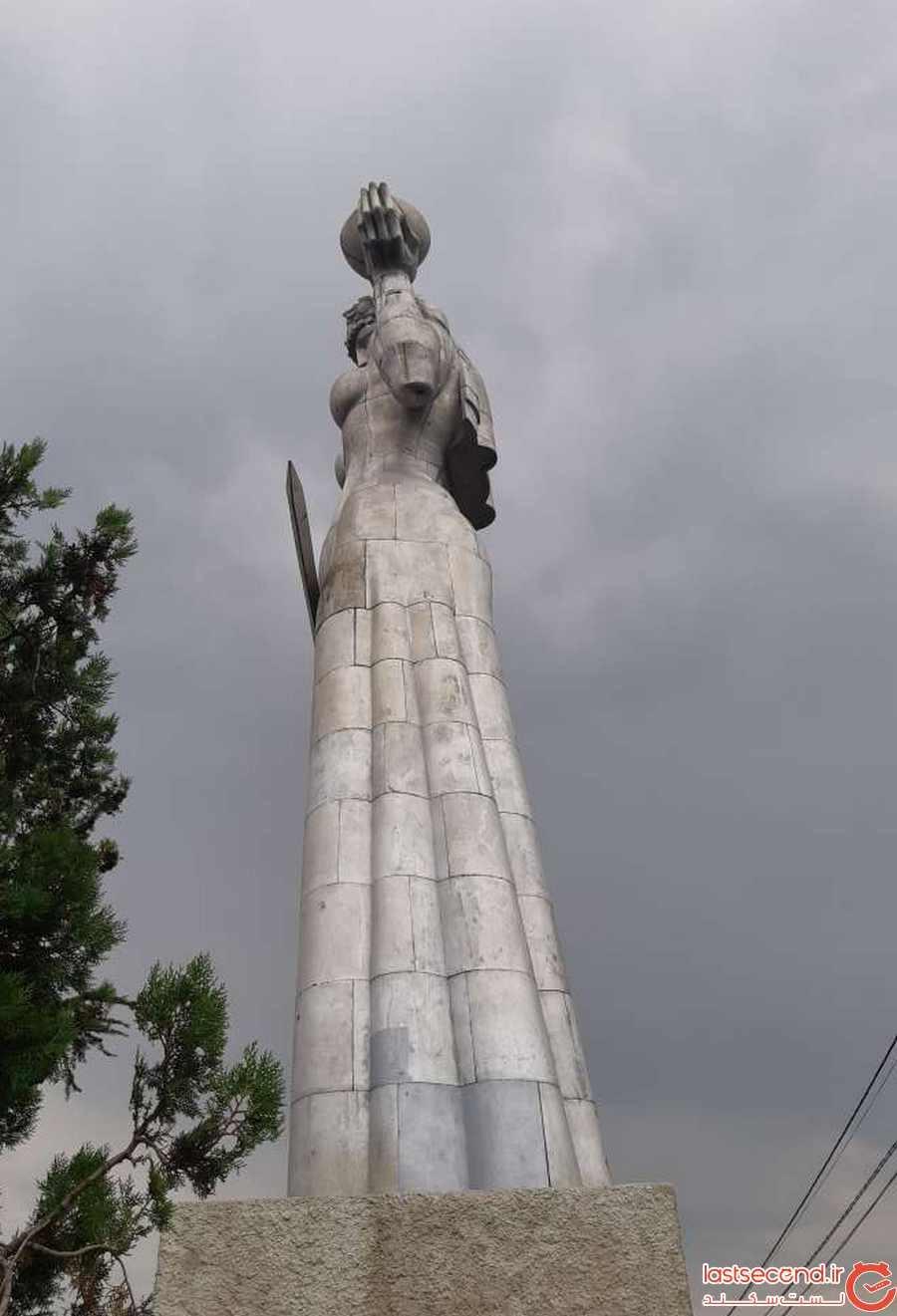 مجسمه مادر تفلیس - بام تفلیس