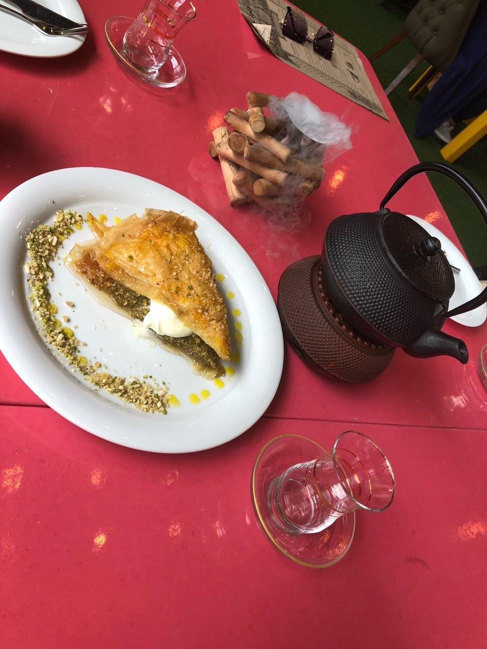 Shekam ol molouk Restaurant (9).jpg