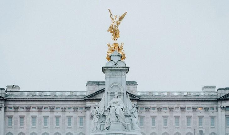 چه کسی لقب شهروند جهانی سلطنتی را دارد؟