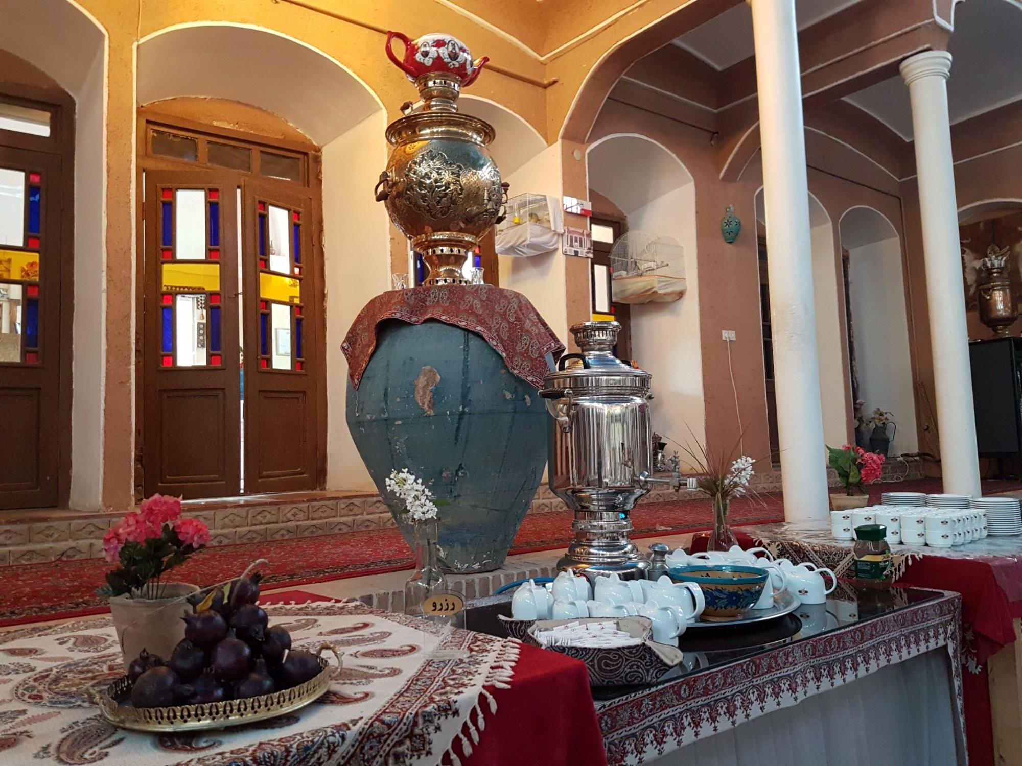 negin-traditional-hotel-02.jpg