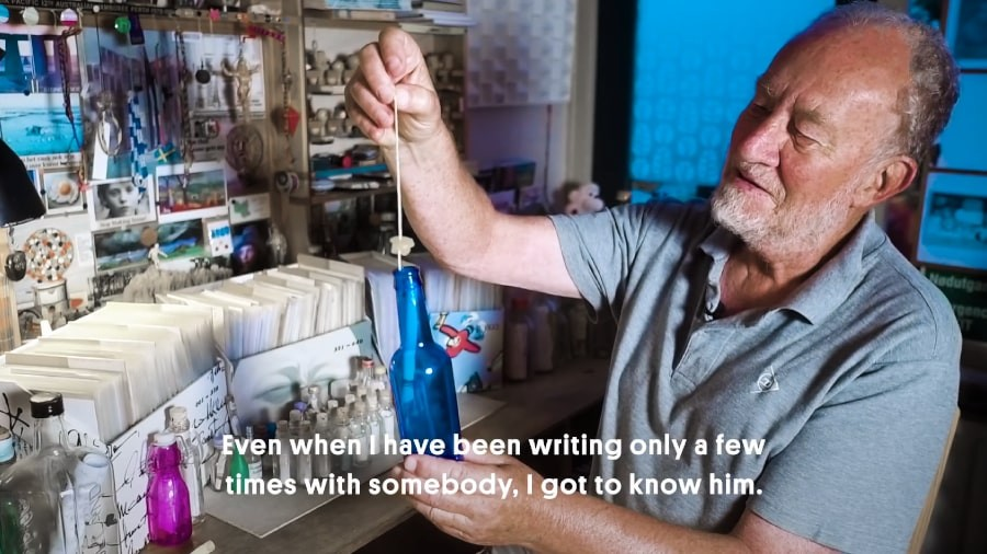 پیرمردی که بعد از 35 سال رکورد نامه نگاری با بطری را زد