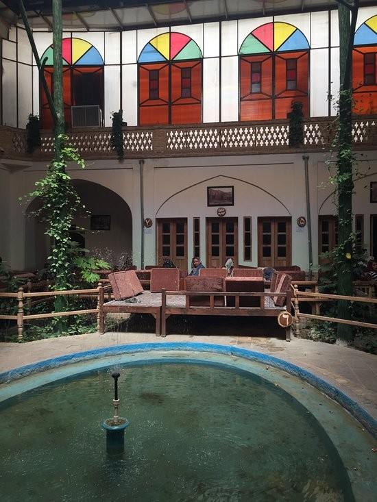 Mozaffari traditional restaurant (3).jpg