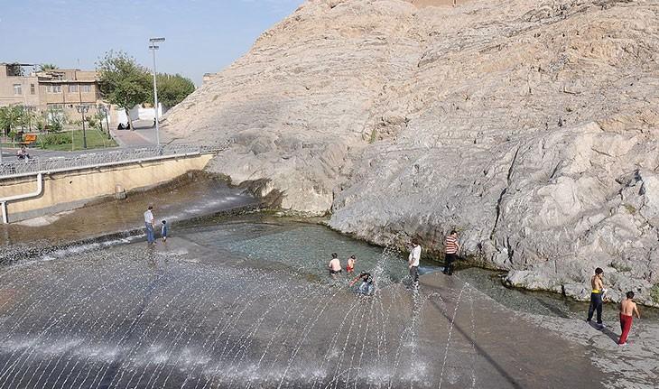 کاهش حجم آب چشمه علی