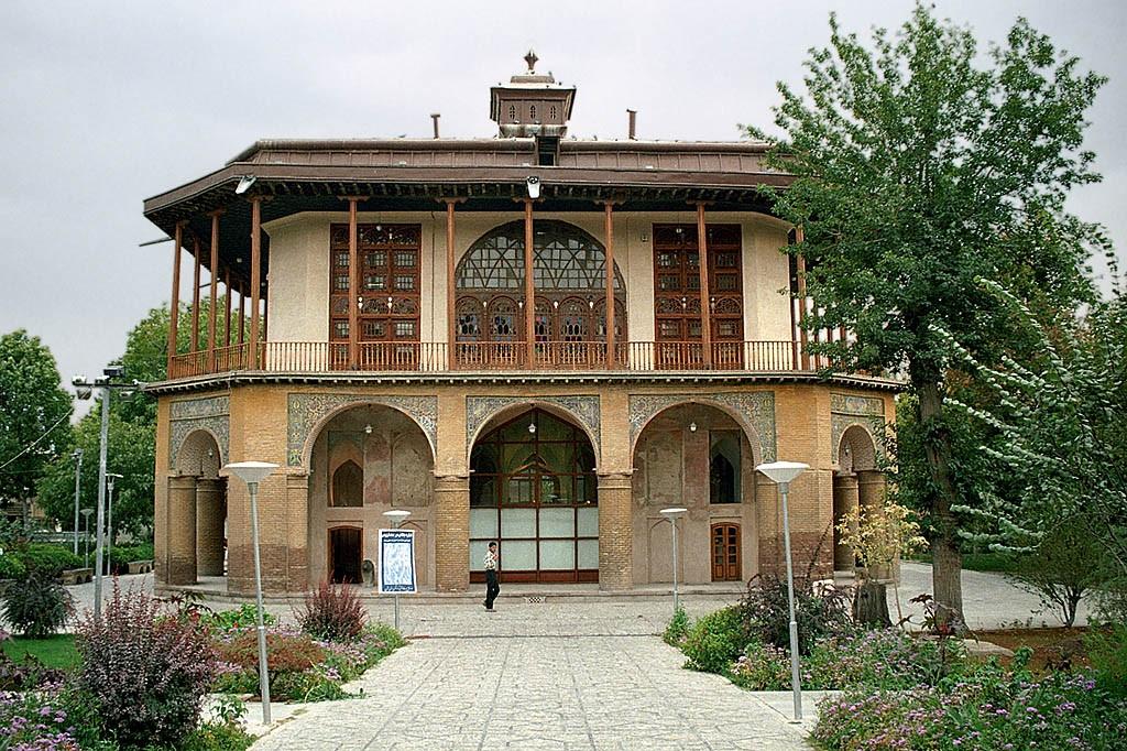 Chehel Sotoun Museum Palace Qazvin (10).jpg