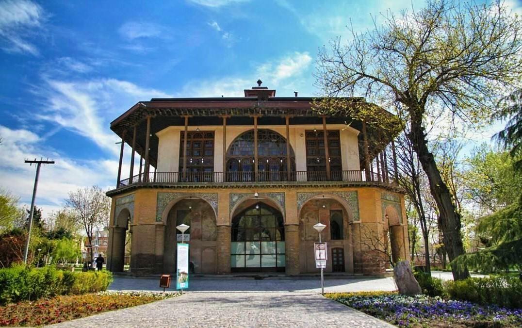 Chehel Sotoun Museum Palace Qazvin (9).jpg