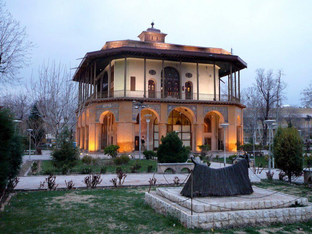 Chehel Sotoun Museum Palace Qazvin (6).jpg