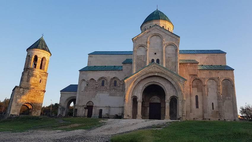 Bagrati Cathedral (1).jpg