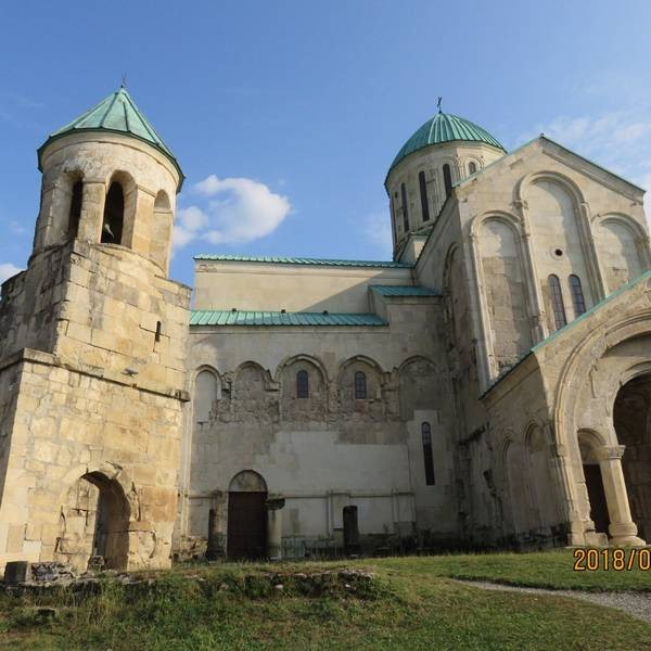 Bagrati Cathedral (11).jpg