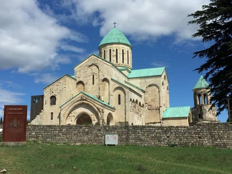 Bagrati Cathedral (7).jpg