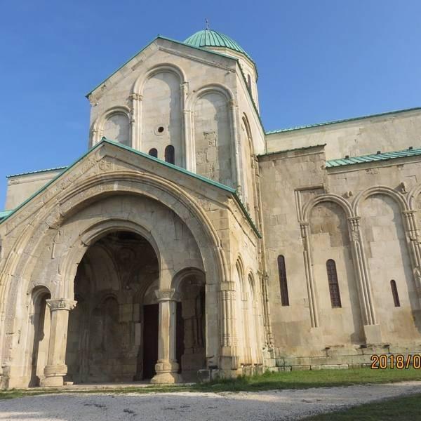 Bagrati Cathedral (13).jpg