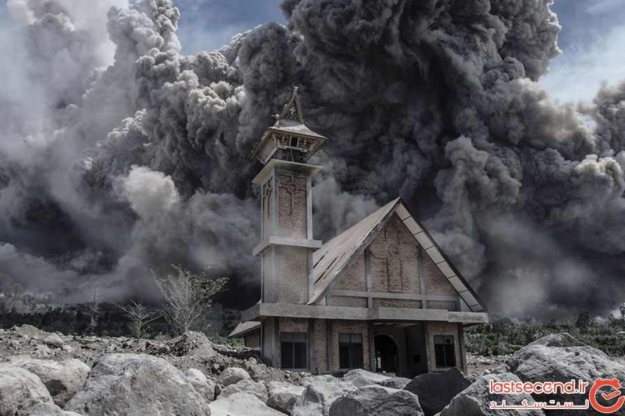 کلیسای متروکه در اندونزی