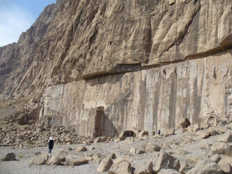 Mount Behistun (3).jpg