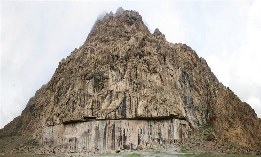 Mount Behistun (5).jpg