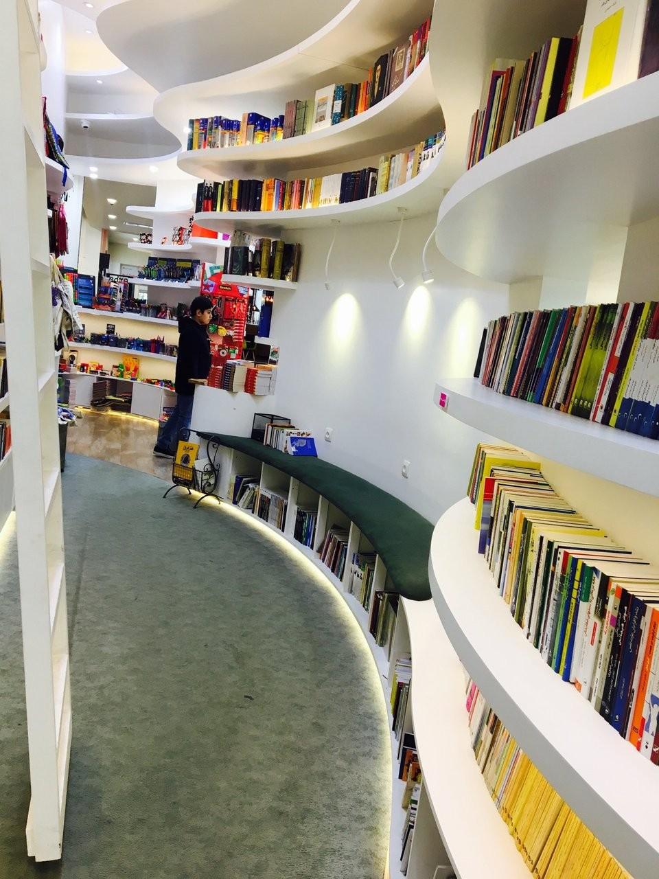 کتاب فروشی اسکای سنتر لواسان