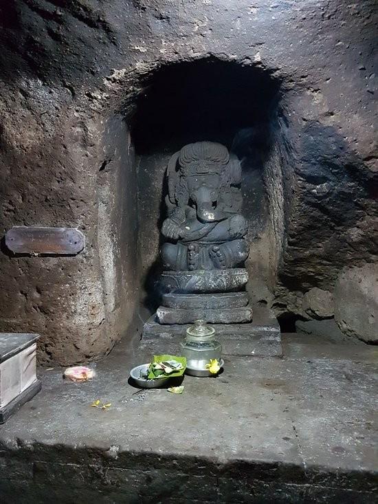 Elephant Cave Ubud-09.jpg