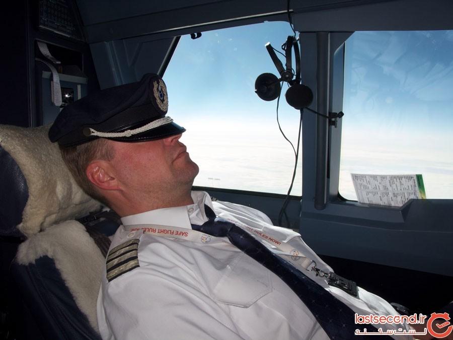به خواب رفتن خلبان در وسط پرواز