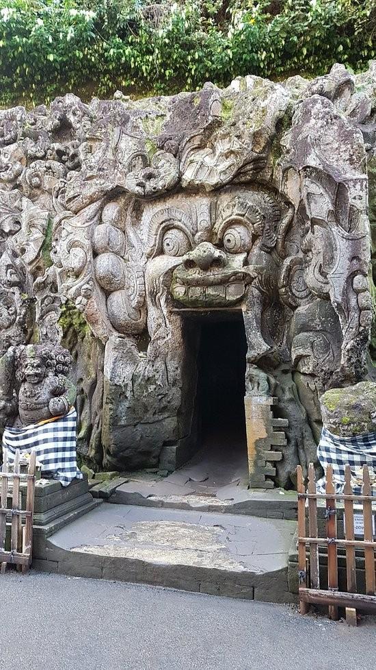 Elephant Cave Ubud-01.jpg