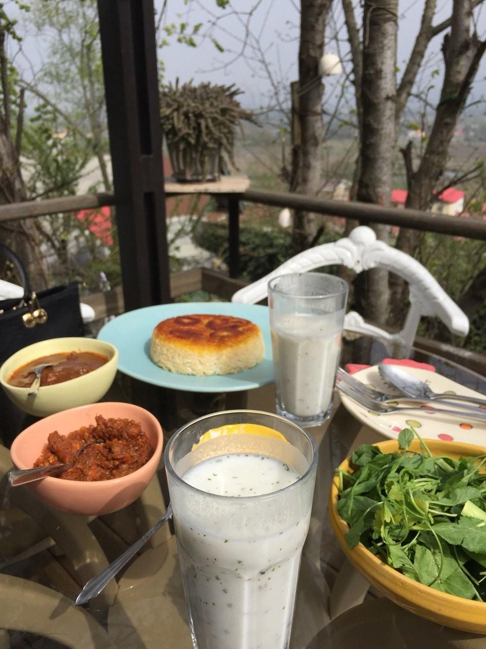 Azarchehr Restaurant (7).jpg