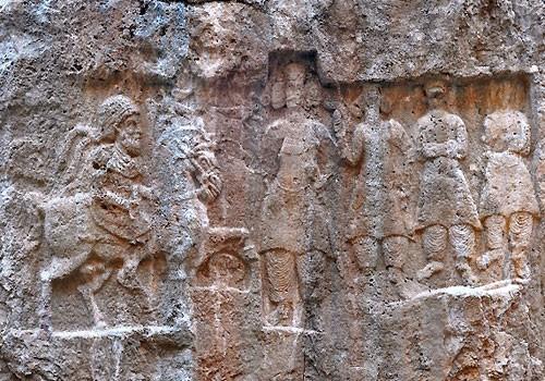 Khong-e Azhdar Rock Relief-01.jpg