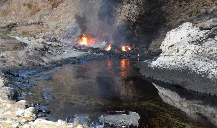 رودخانه قیر، چشمه جوشان از خون اژدها در رامهرمز