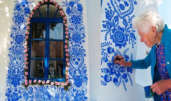 این پیرزن روستایش را به یک گالری هنری تبدیل کرده است