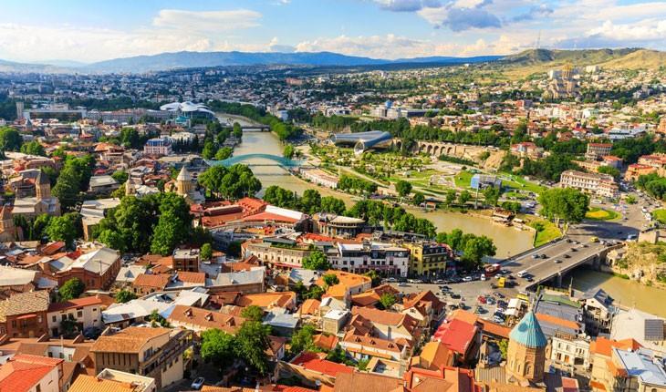 راهنمای سفر زمینی به گرجستان؛ نکات، مزایا و معایب