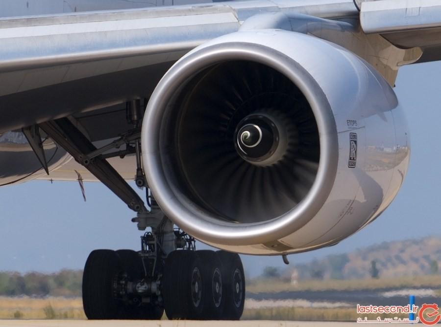 مردی توسط موتور هواپیما تکه تکه شده