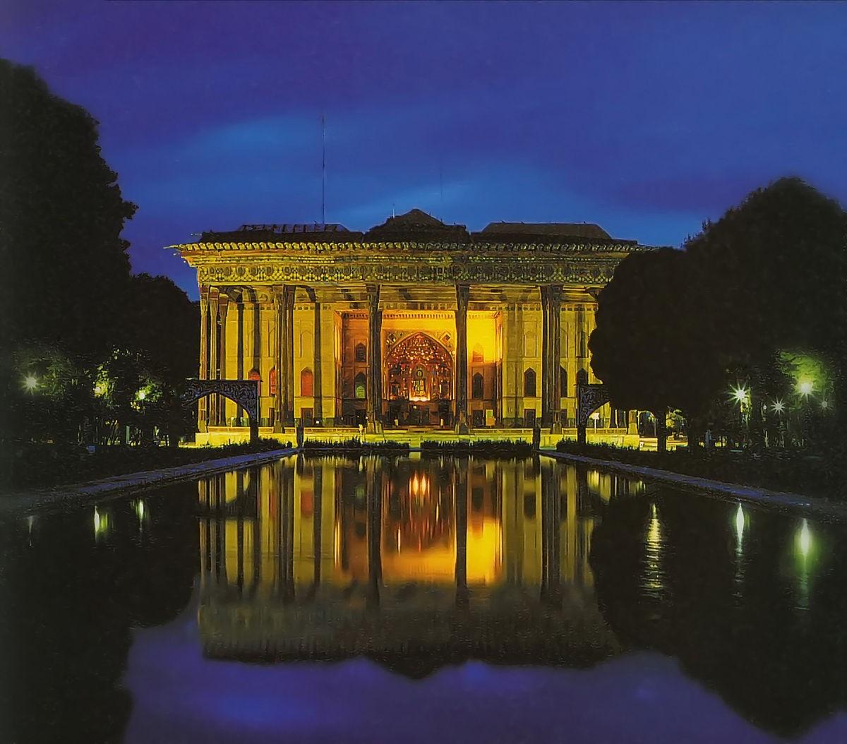 Chehel Sotoun Palace (1).jpg