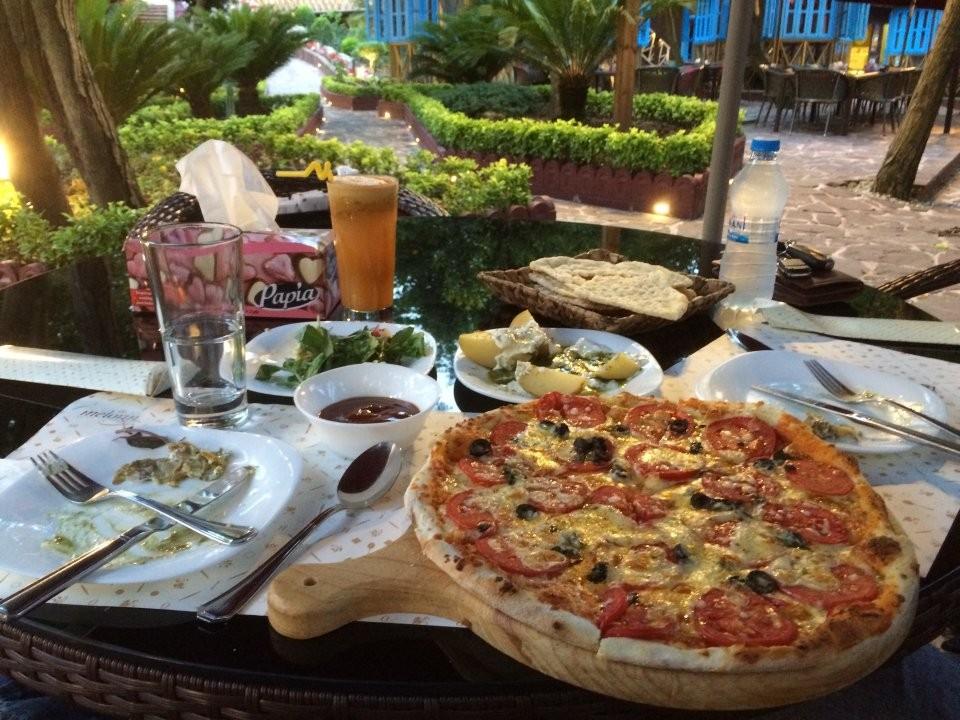 باغ رستوران ملورين