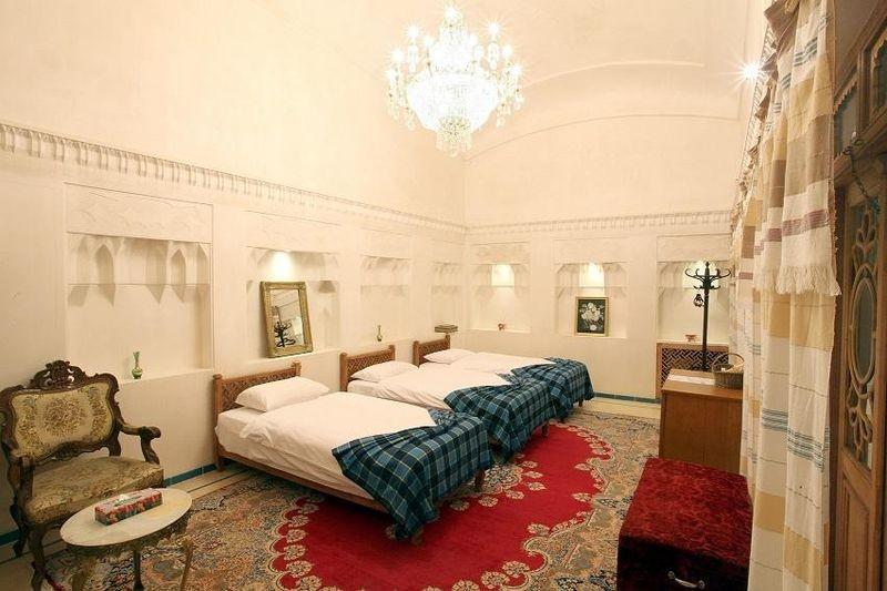 Mahinestan Raheb Hotel-03.jpg