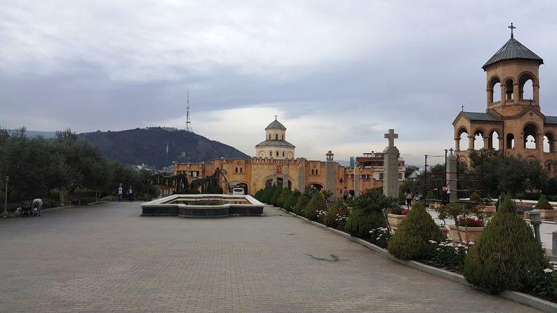 Tsminda Sameba Cathedral-01.jpg
