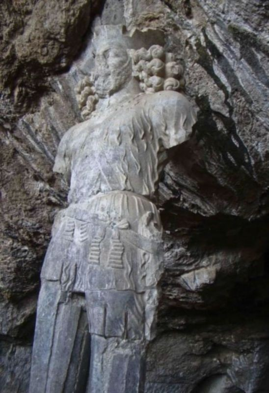 Shapur Cave And Statue (3).jpg