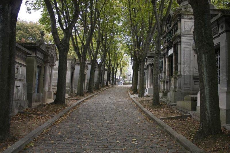 قبرستان پر لاچیز