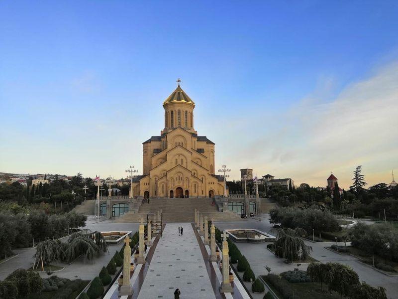 Tsminda Sameba Cathedral-03.jpg