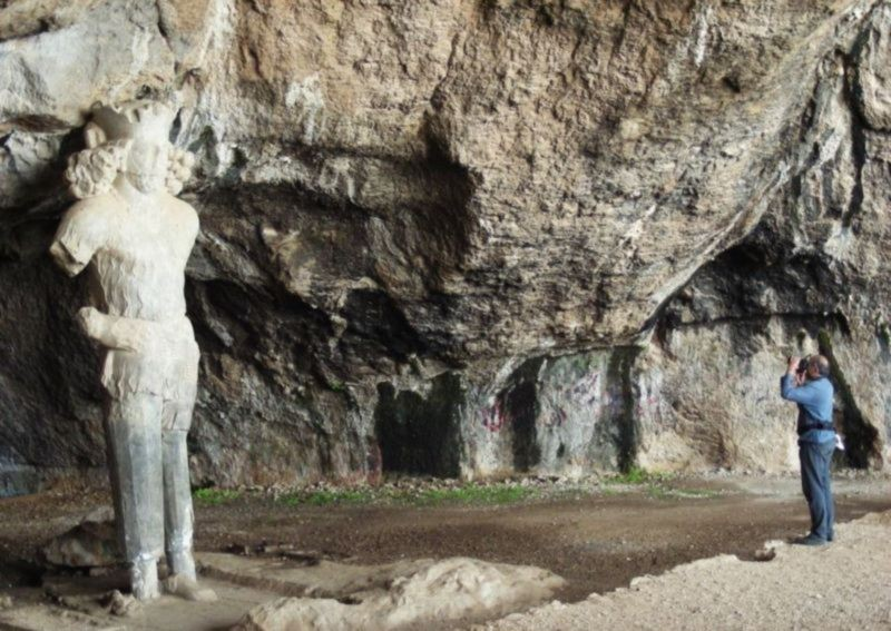 Shapur Cave And Statue (4).jpg