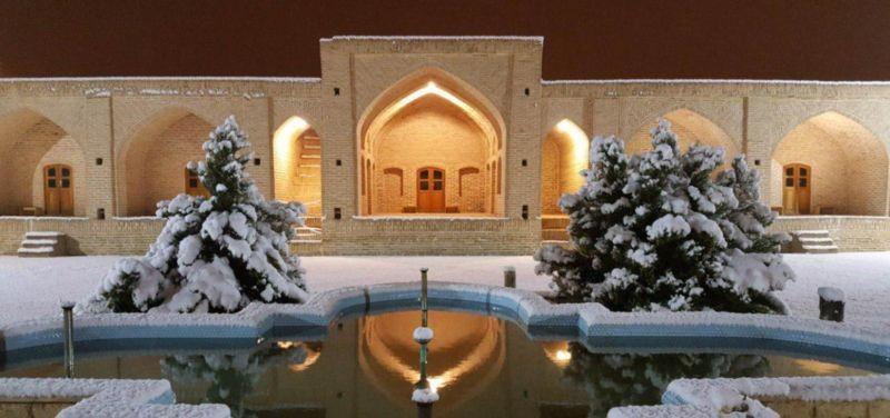 Abouzeid Abad Caravanserai (1).jpg