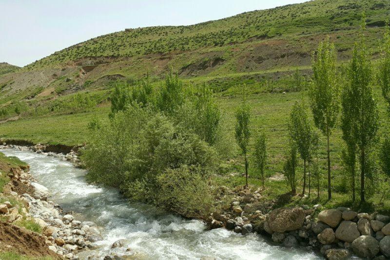 Darreh Takht Village