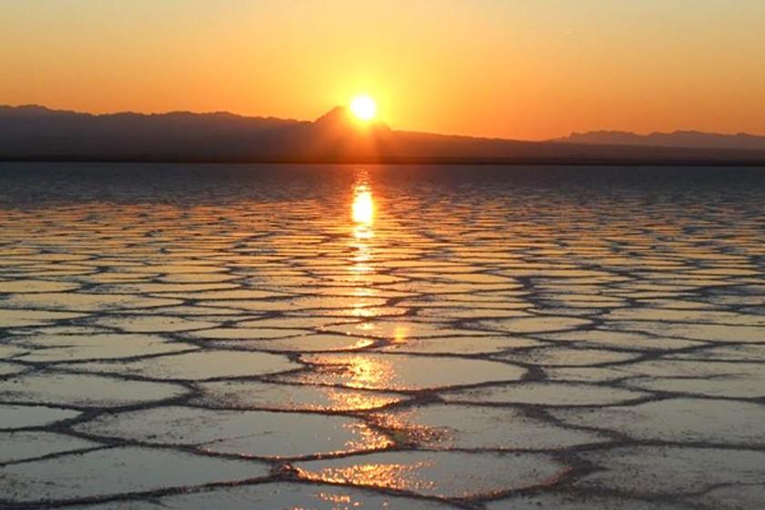 دریاچه نمک خور اصفهان، نگین فلات ایران