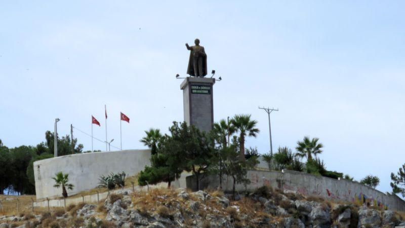 مجسمه آتاتورک (کوش آداسی)