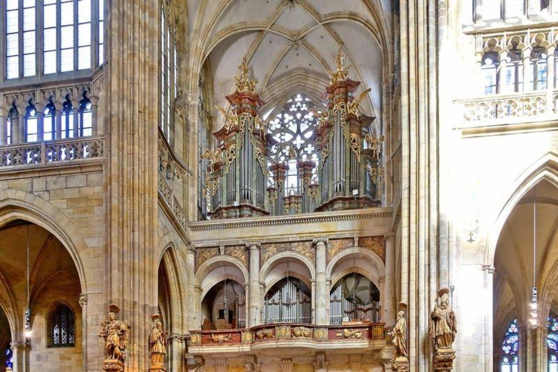 St. Vitus Cathedral (2).jpg