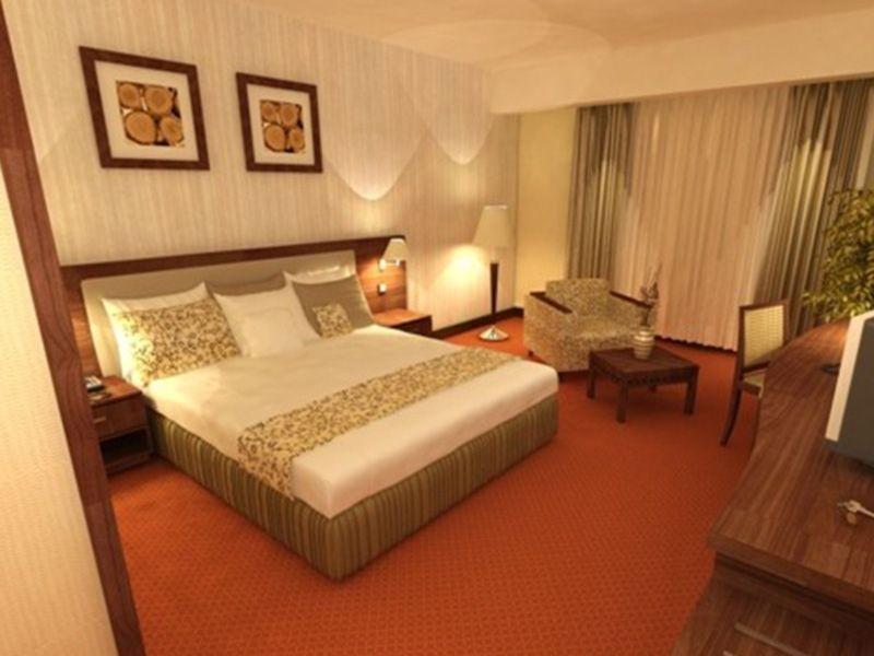 Azadegan Hotel (1).jpg