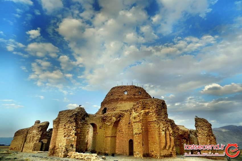 کاخ ساسانی، نگین زمرد سروستان